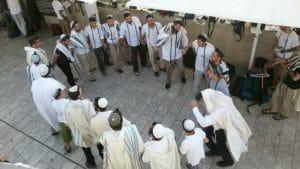 ריקודים בישיבה
